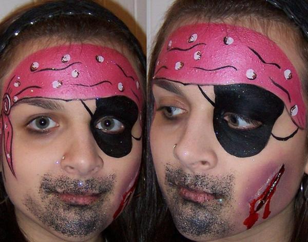 zwei bilder von einem jungen mit piratschminken