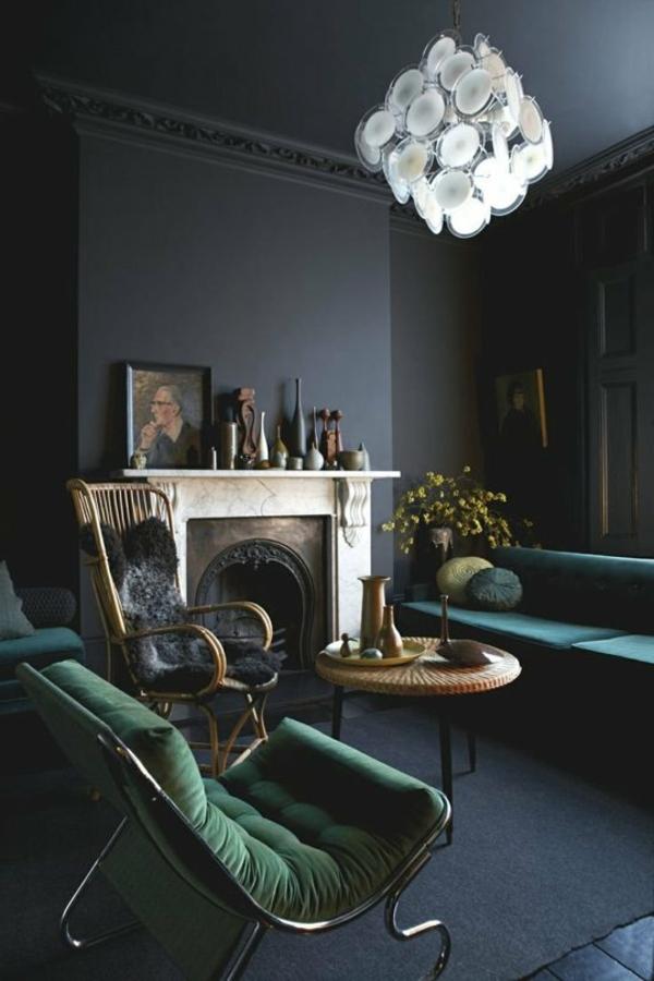 aristokratisches wohnzimmer mit schwarzen wänden