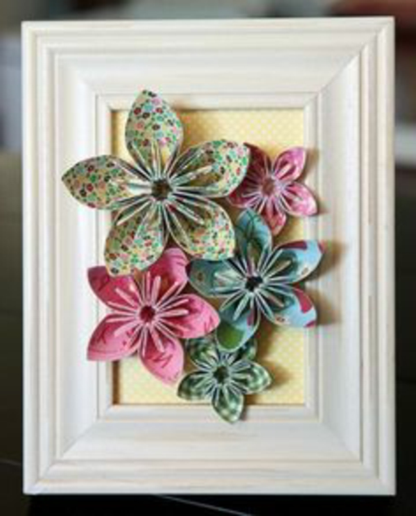 origami-blumen-auf-bilderrahmen