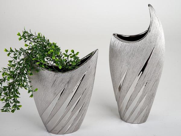 vasen-silber-deko-pflanzen