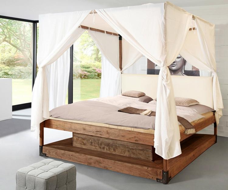 Schlicht und edel gestaltetes Himmelbett aus Holz
