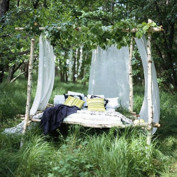 liegen-unter-bäumen-genießen-entspannen