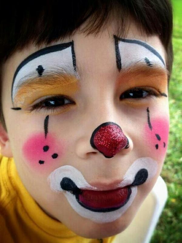 clownschminken - cooles aussehen - foto vom nahen genommen