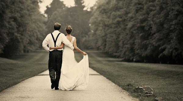 checkliste für hochzeit machen - brau und bräutigam