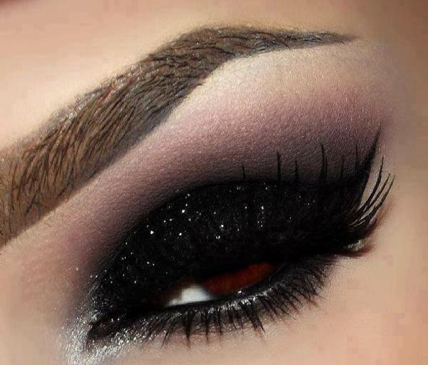sehr schönes schminken - smokey eyes effekt