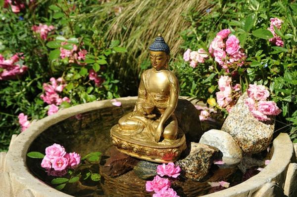buddha brunnen 50 inspirierende fotos. Black Bedroom Furniture Sets. Home Design Ideas