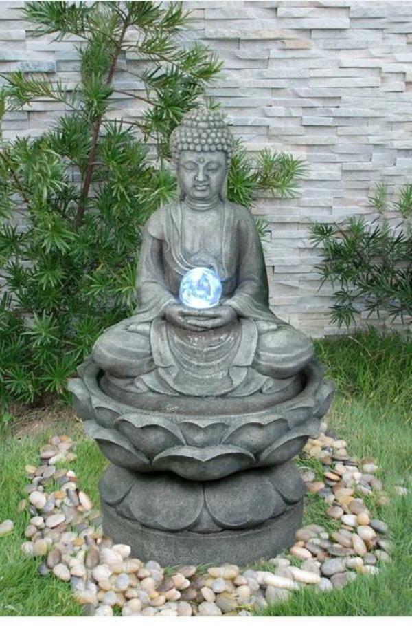 Buddha-Brunnen-umgeben-von-dekorativen-steinen
