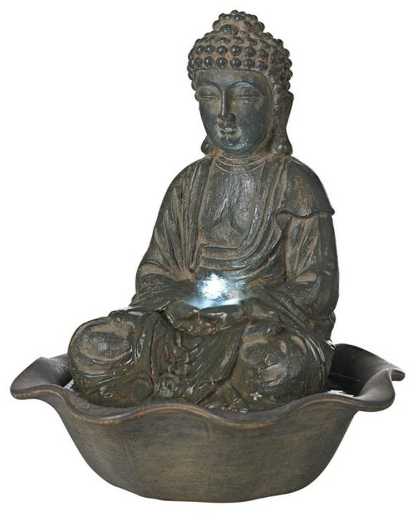 Buddha-Brunnen-weißer-hintergrund