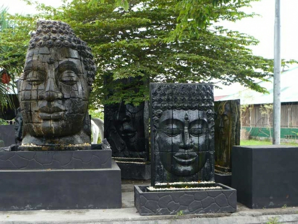 Buddha-Brunnen-zwei-köpfe