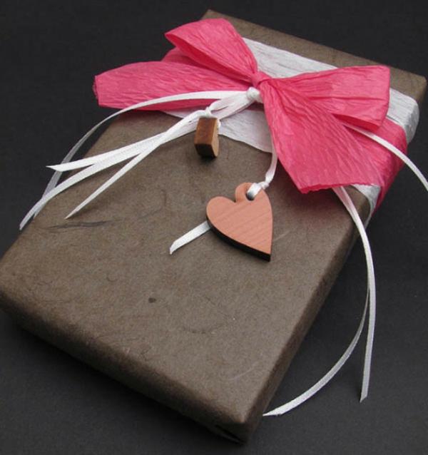 verpackung-von-schokolade-pralinen-box-mit-schleifen
