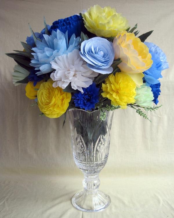 blumenstrauß-in-blau-gelb