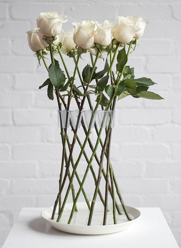 ohne-vase-stehende-rosen