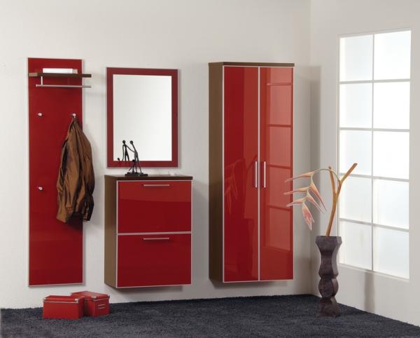 Dielenschrank-mit-schönem-Design-Innendesign-in-Rot