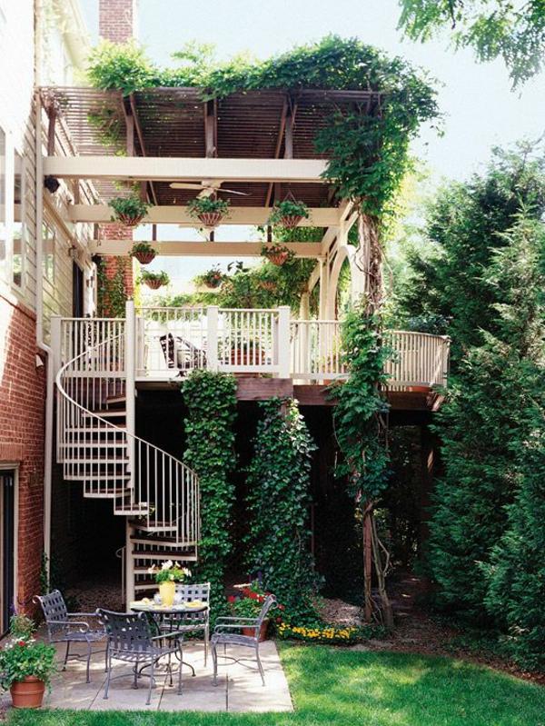 Exterior-moderne-Außentreppe-Spindeltreppe--