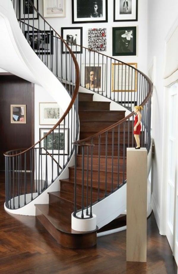 Exterior-moderne-Außentreppe-Spindeltreppe---