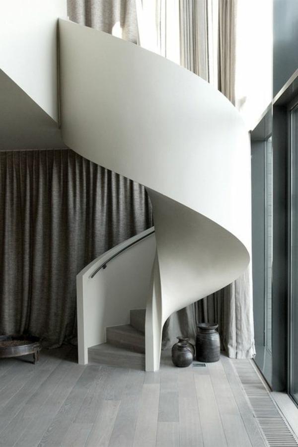 Exterior-moderne-Außentreppe-Spindeltreppe-in-weißer-Farbe
