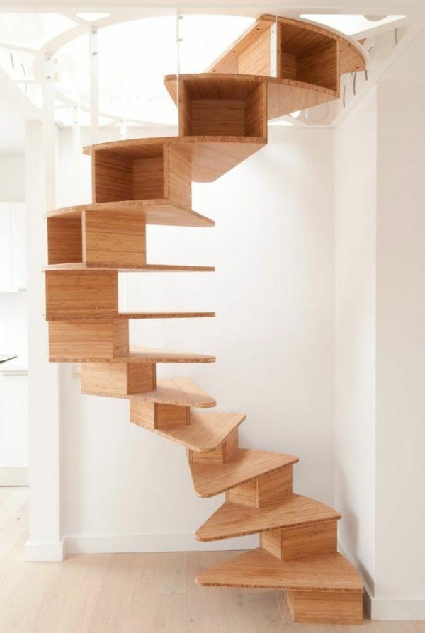 Innenarchitektur-effektvolles-Design-für-eine-Spindeltreppe-aus-Holz