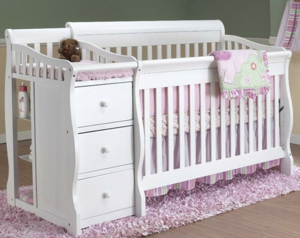 Interior-Design-Ideen-Babybett-Design-in-Weiß