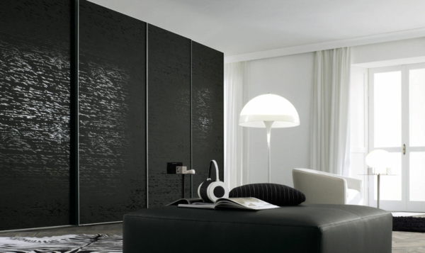 Interior-Design-Ideen-Schiebetüren-Kleiderschrank-Schwarz