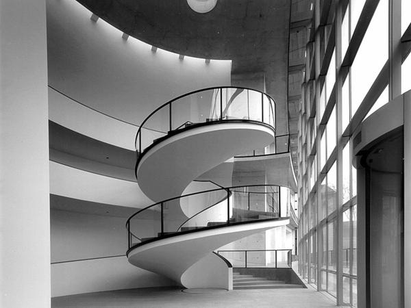 Interior-Design-Ideen-Spindeltreppe-mit-originellem-Design-