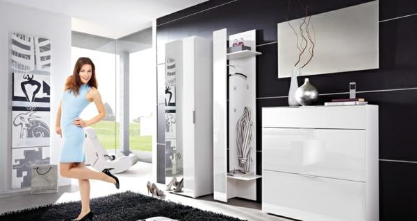 Interior-Design-mit-modernen-Flurmöbeln-in-Weiß-