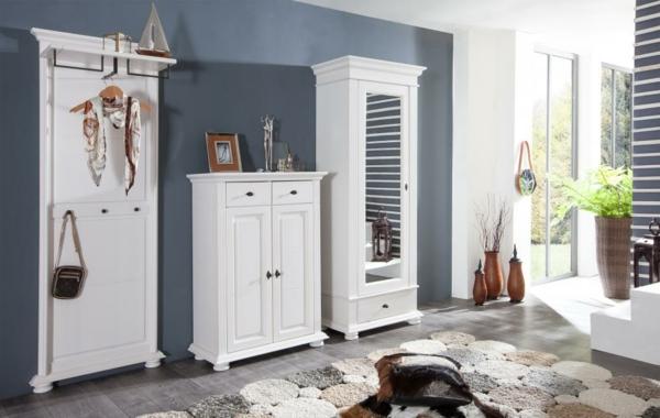 Interior-Design-mit-modernen-Flurmöbeln-in-Weiß