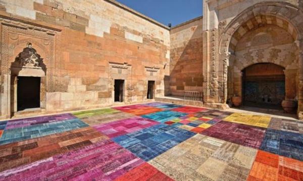 farbenfrohe-teppiche-outdoor