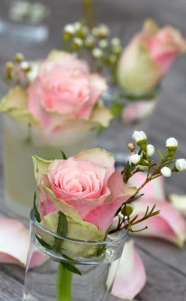 tischdekoration-aus-rosen