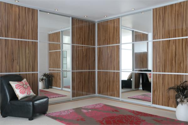 Kleiderschrank-Schiebetüren-Spiegel-modernes-Interior-Design-Wohnideen