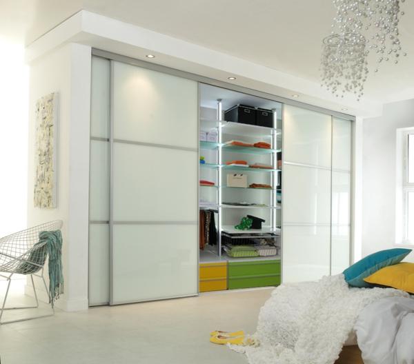 Kleiderschrank-Weiß-effektvolles-elegantes-Design-schöne-Einrichtungsideen