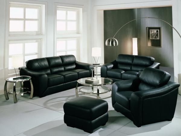 -Living-decorat-cu-set-de-canapea-si-fotolii-din-piele-neagra