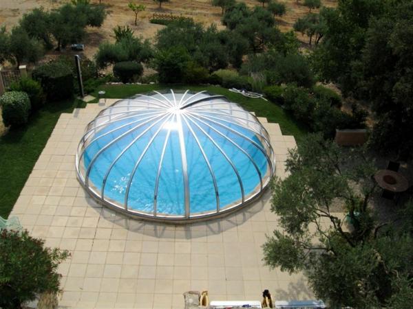 -Poolüberdachung-rund-modernes-Design-Pool-mit-Überdachung