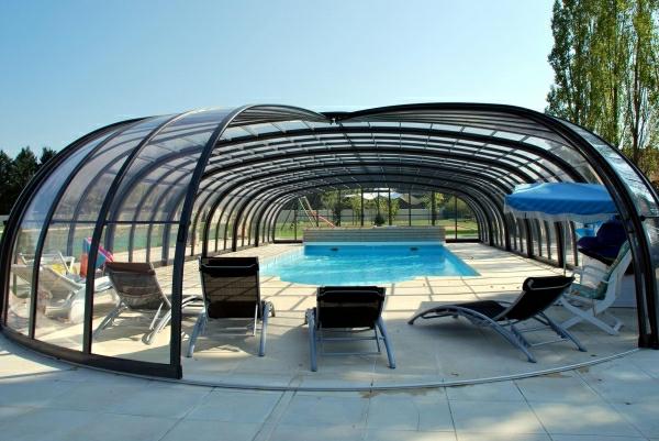 --Pool-Überdachung-moderne-Poolgestaltung-Schwimmbadüberdachungen