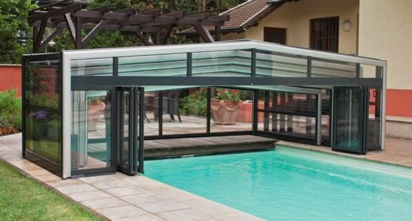 Pool-im-Garten-mit-einer-modernen-Überdachung-Schwimmbadüberdachungßß