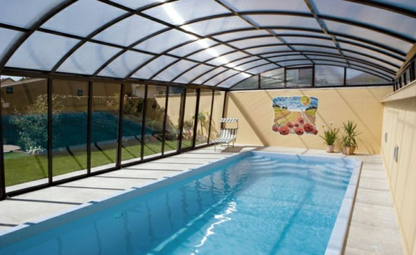 Pool Im Garten Mit Einer Modernen Überdachung Schwimmbadüberdachung