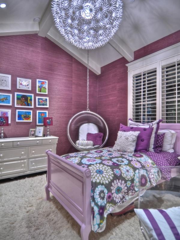 modernes schlafzimmer in lila farbe - mit loungemöbeln