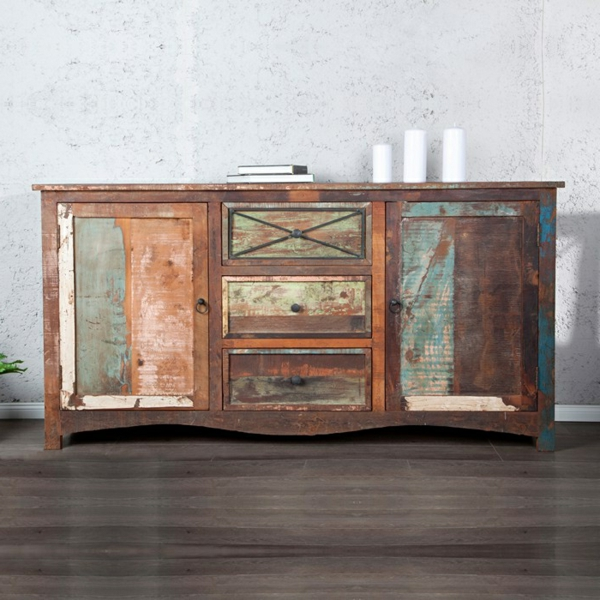 Retro-Look-Kommode-aus-Holz-für-die-Wohnung