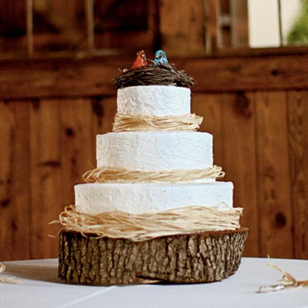 feier zur hölzernen hochzeit - dreistöckige torte