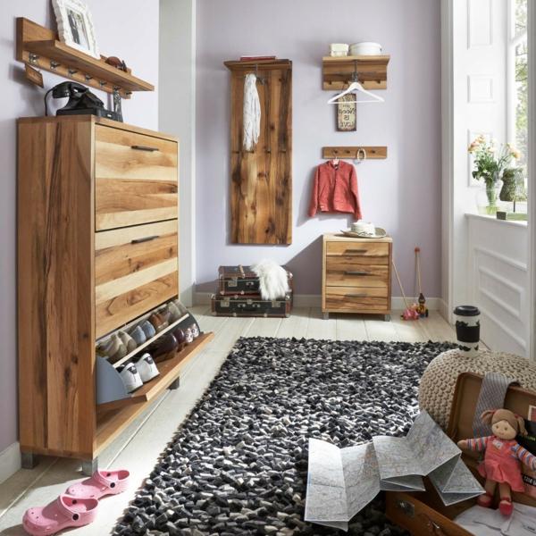 Schuhschrank-Kleiderhaken-grauer-Teppich-Flur-einrichten