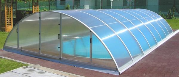 Schwimmbecken-mit-Überdachung-Design-im-Garten-Poolüberdachungen-Tunnelabdeckung