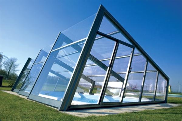 Schwimmbecken-mit-Überdachung-super-modernes-Design-im-Garten-Poolüberdachungen