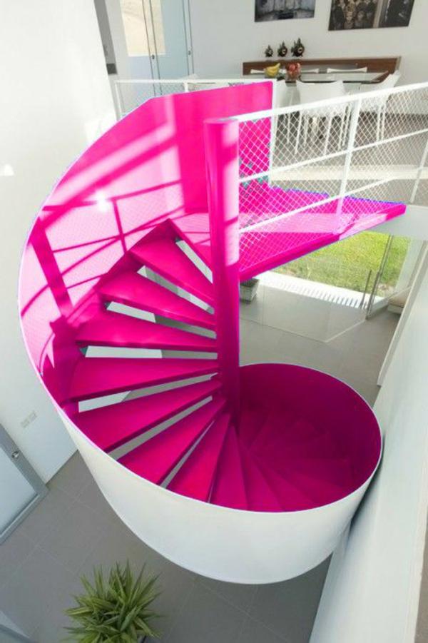 Spindeltreppe-in-Rosa-mit-einem-erstaunlichen-Design