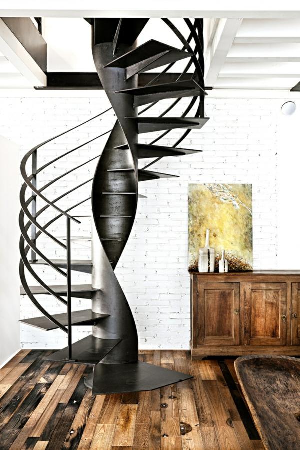Spiraltreppe-aus-Metall-mit-sehr-schönem-Design