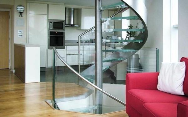 Spiraltreppe-mit-sehr-schönem-Design-und-Glasstufen