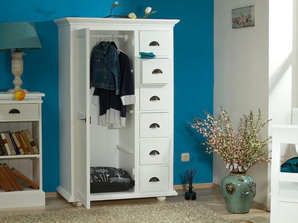 Super-moderne-und-aktuelle-Dielenmöbel-Schrank-in-Weiß