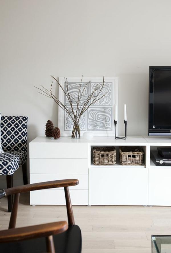-TV-Schrank-aus-Holz-mit-modernem-Design-in-weißer-Farbe