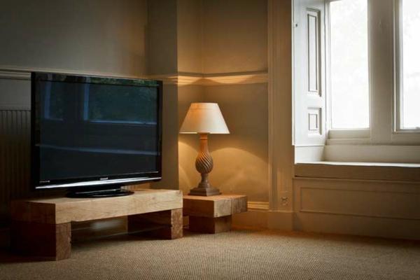 TV-Tisch-Eiche-schönes-Design-moderne-Ideen-für-Zuhause