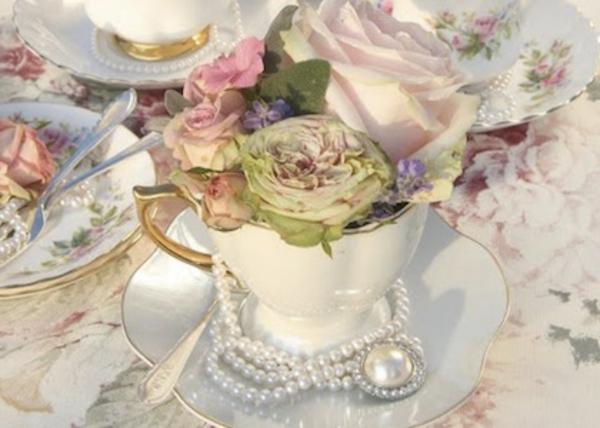 Teetassen-als-dekoration-für-tisch-frühling-blumen-rosa-pink