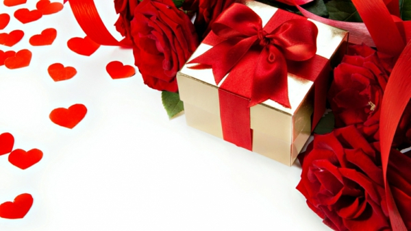 geschenk-gold-rot-schleife-rosen-schick-edel