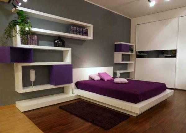 Das lila Schlafzimmer fällt gleich ins Auge! - Archzine.net